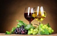 Pahare cu vin alb si rosu